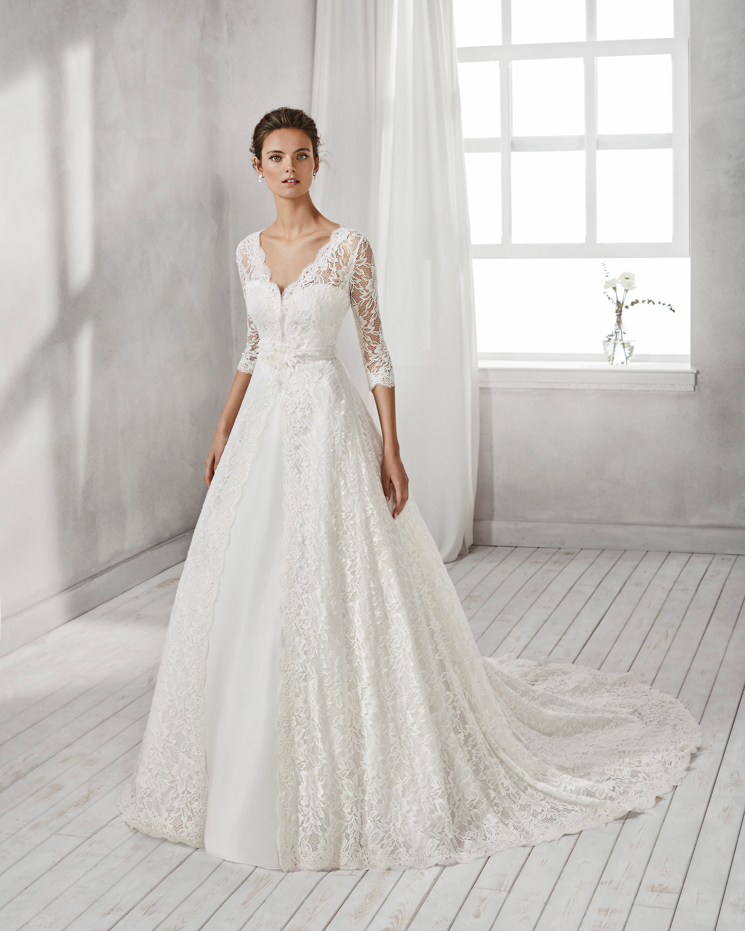 1701a2db7c80 Exkluzívny svadobný salón - svadobné šaty Hesel