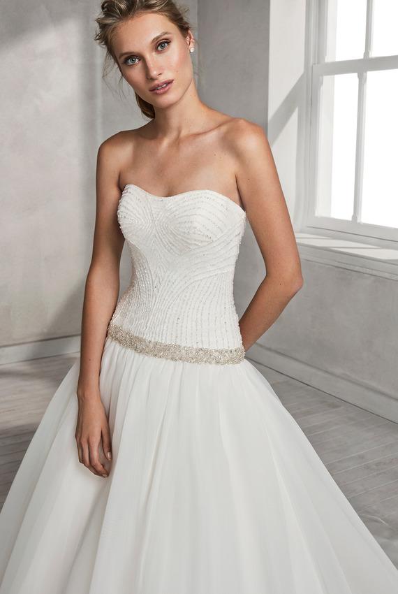 ecd9f7e4472b Exkluzívny svadobný salón - dlhé šaty
