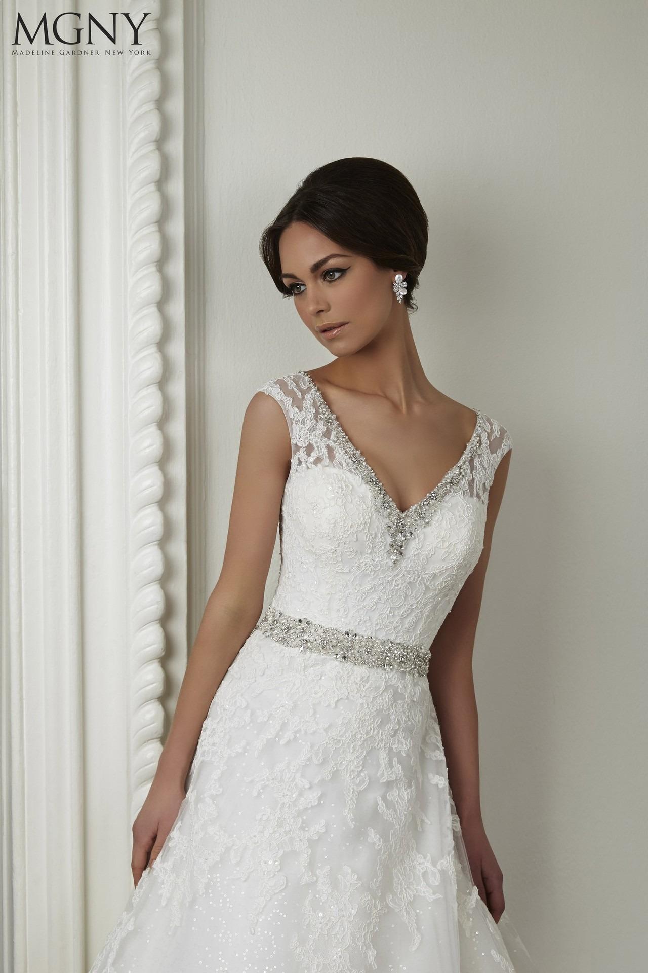 Exkluzívny svadobný salón - svadobné šaty MGNY fcf101e2306